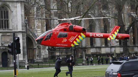 Un hélicoptère de secouristes arrive sur place