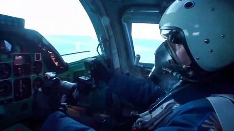 Image d'illustration : un pilote d'un bombardier russe Tu-22M3 lors d'une attaque aérienne contre les installations terroristes dans le gouvernorat de Deir ez-Zor, en Syrie