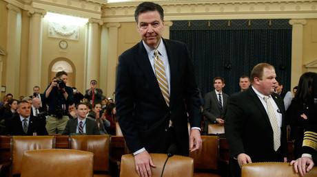 Le directeur du FBI James Comey, tient-il à son poste ?