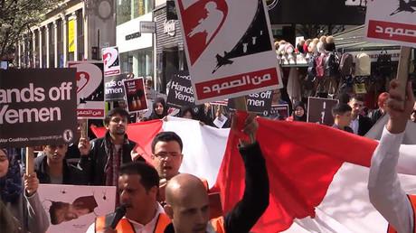 Des Londoniens battent le pavé contre l'intervention saoudienne au Yémen (IMAGES)