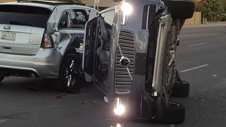 Malgré un accident spectaculaire, Uber aurait autorisé ses voitures autonomes à circuler de nouveau