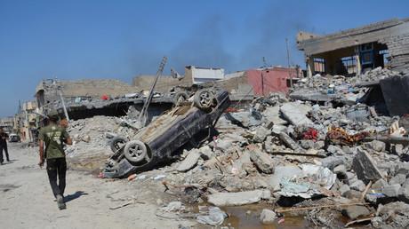 Scènes de désolation à Mossoul après une frappe aérienne de la coalition