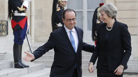 François Hollande laisse Theresa May passer