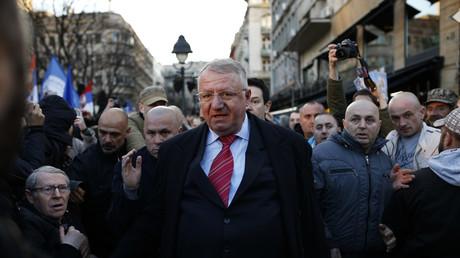 Vojislav Seselj entouré de ses partisans