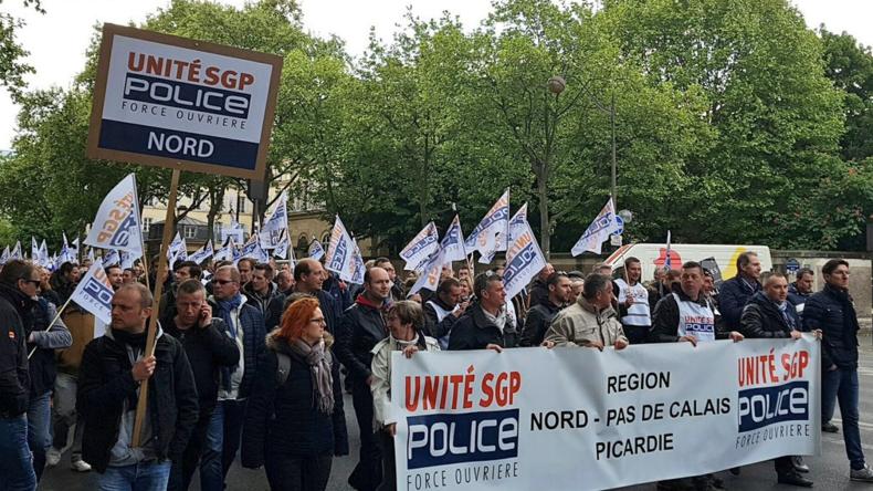 EN DIRECT : Les policiers manifestent à Paris pour exiger de meilleures conditions de travail