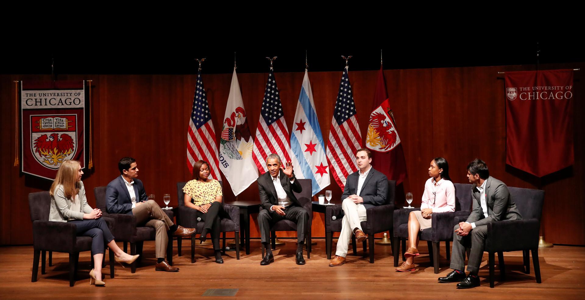 Dans sa première intervention d'ex-président, Obama évite le sujet Trump