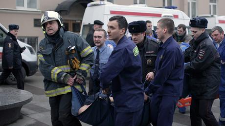 Secouristes en intervention à Saint-Pétersbourg le 3 avril 2017, photo ©Alexander BULEKOV / AFP