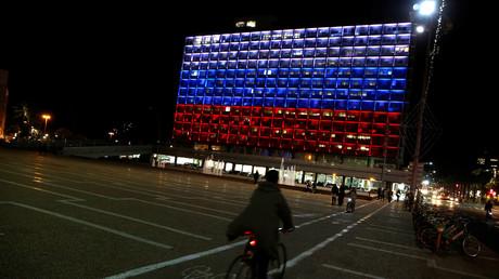La mairie de Tel-Aviv, contrairement à la porte de Brandebourg ou à la tour Eiffel, a été illuminée aux couleurs du drapeau russe