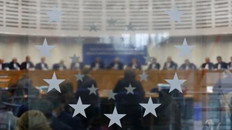 La CEDH condamne les obligations imposées en France aux transgenres pour changer d'état civil