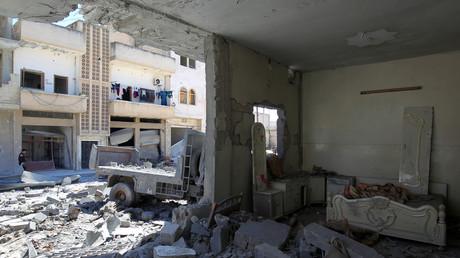 Ruines après le bombardement effectué par l'aviation syrienne sur Khan Cheikhoun, dans la région d'Idlib, en Syrie occidentale