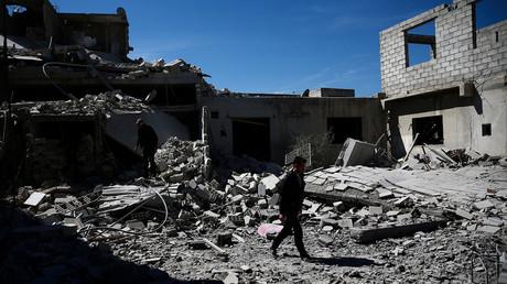 Le bâtiment détruit par des frappes aériennes, Syrie