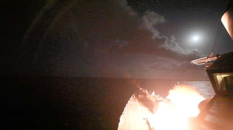 Le navire de guerre américain USS Porter en train de lancer un missile