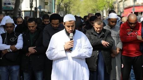 Nouvelle prière de rue après la fermeture de la mosquée à Clichy-la-Garenne