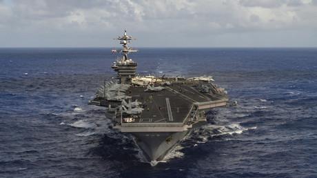 Le porte-avions USS Carl Vinson en route vers le pénincule coréenne, le 9 avril