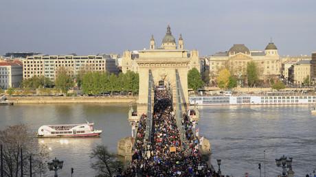 70 000 manifestants à Budapest contre la fermeture de l'«université Soros» (VIDEO)