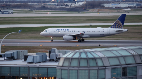 Image d'illustration : un avion Airbus A320 de la United Airlines sur le tarmac de l'aéroport de Chicago