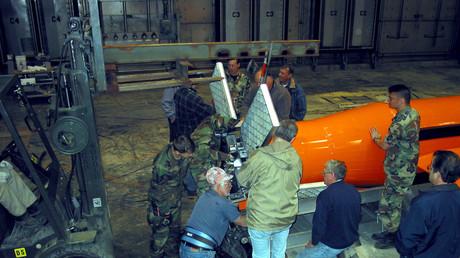 La bombe MOAB lors d'un test en 2003