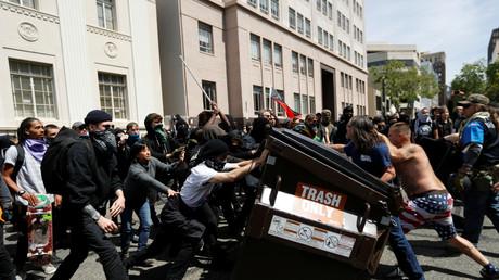 11 blessés dans de violents affrontements entre pro et anti Trump à Berkeley (VIDEO)