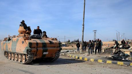 Des rebelles syriens combattant dans le cadre de l'opération militaire turque «Bouclier de l'Euphrate»