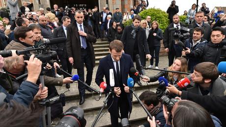 Les opinions d'Emmanuel Macron sur l'accueil qui doit être réservé à la presse semblent fluctuantes.