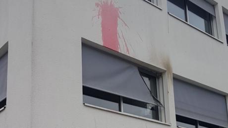 Une permanence du FN visée par des projectiles enflammés près de Nantes (IMAGES)