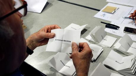 Le décompte des bulletins lors du premier tour de l'élection présidentielle française de 2017.