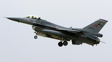 Un avion de chasse F-16 des forces aériennes turques.