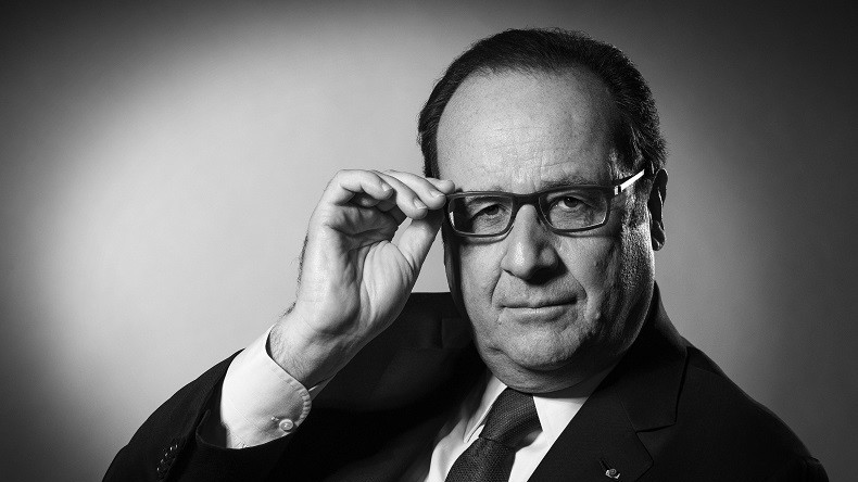 pour son dernier shooting photo en tant que pr sident fran ois hollande se l che un peu. Black Bedroom Furniture Sets. Home Design Ideas