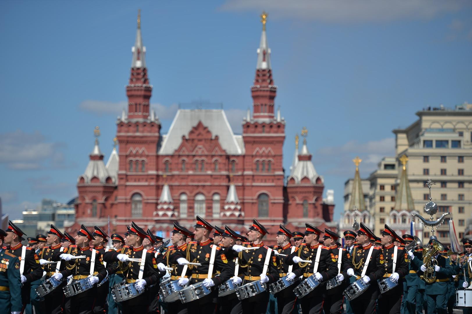 ней давали картинки парада в москве можете