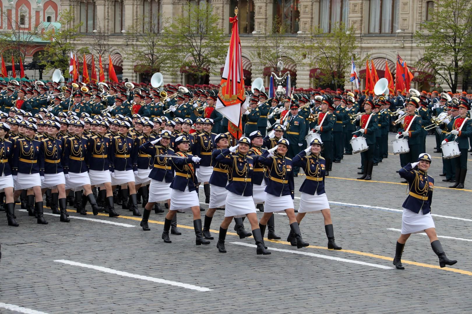 Moscou célèbre le 72e anniversaire de la victoire sur le nazisme par une parade militaire (IMAGES)