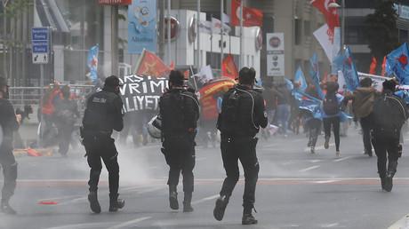 Istanbul : la police use de gaz lacrymogène pour disperser la manifestation du 1er mai (IMAGES)