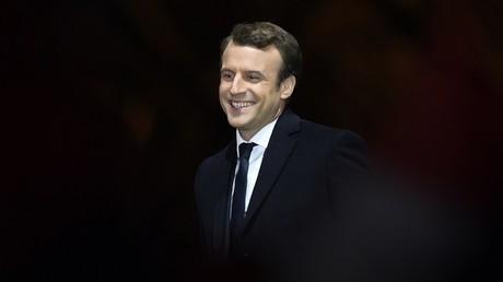 Déhanché de Marine Le Pen, service militaire et doigt d'honneur : quand l'élection inspire internet