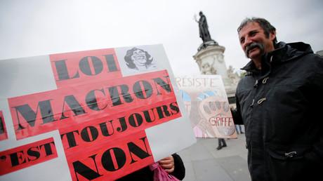 Des manifestants sur la place de la République à Paris