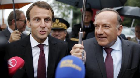 Emmanuel Macron en compagnie du président du MEDEF Pierre Gattaz en août 2015