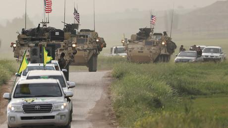 Des milices kurdes et des véhicules américains près de la frontière turco-syrienne