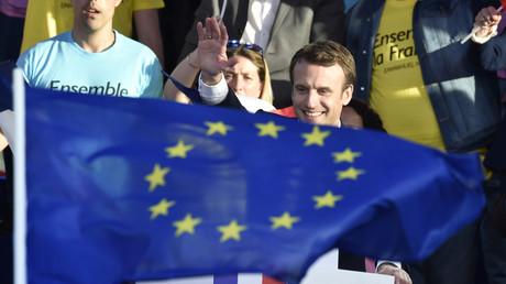 L'UE ne veut pas mettre la «pression» sur Macron mais relève sa prévision du déficit public français