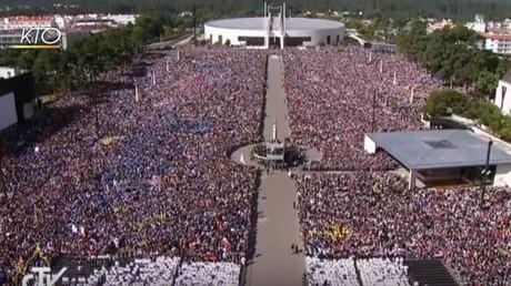 Les fidèles se sont rassemblés à Fatima au Portugal le 13 mai pour la canonisation de Jacinta et Francisco Marto
