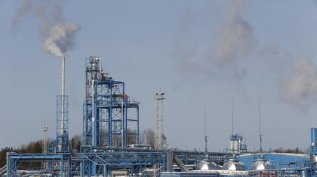 Moscou et Riyad s'accordent sur une nouvelle réduction de la production de pétrole jusqu'en 2018