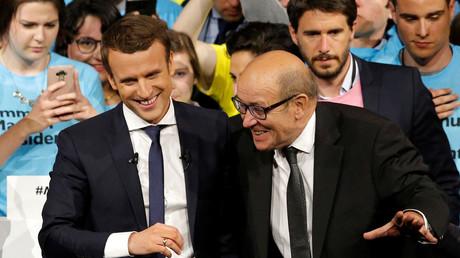 Emmanuel Macron et Jean-Yves Le Drian en meeting pour En Marche! le 19 avril 2017