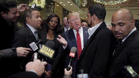 Donald Trump répond aux questions des journalistes.