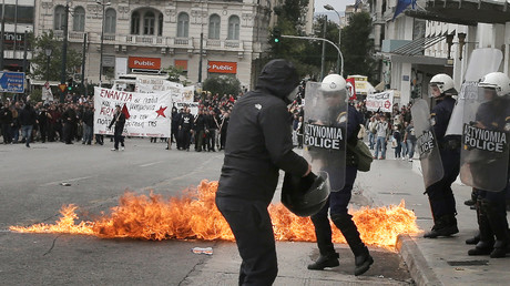 La police utilise du gaz lacrymogène à Athènes contre des manifestants