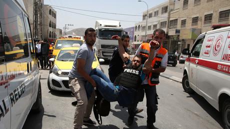 Un colon israélien tue un palestinien et blesse un photographe d'Associated Press