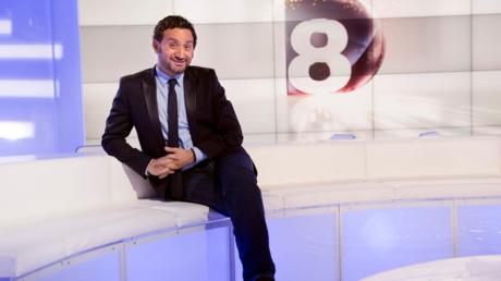Cyril Hanouna sur le plateau de la chaîne C8
