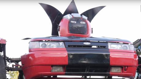 Transformer russe : une Lada se transforme en robot armé ! (VIDEO)