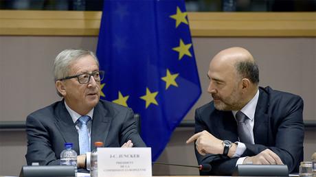 Jean-Claude Juncker, président de la Commission européenne et Pierre Moscovici, commissaire européen en septembre 2016, illustration ©JOHN THYS / AFP