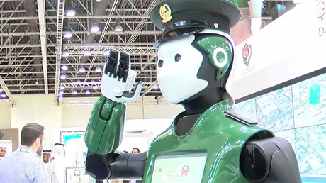 Le robot-policier émirati