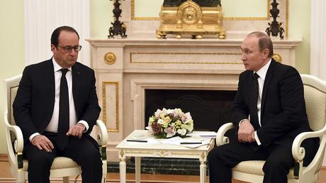 François Hollande et Vladimir Poutine s'entretiennent au sujet de la guerre en Syrie en novembre 2015, photo ©REUTERS/Stephane de Sakutin/Pool