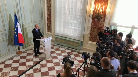 Le ministre de l'Intérieur, Gérard Collomb, exprime sa solidarité avec le peuple britannique au lendemain de l'attentat de Manchester