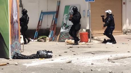 Heurts lors d'une opération de police dans un village chiite à Bahreïn, un mort à déplorer (IMAGES)