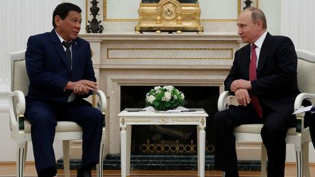 Le président philippin et son homologue russe se sont rencontrés le 23 mai à Moscou